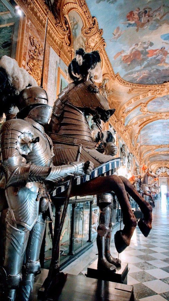 Cavalo e Cavaleiro na Sala de Armadaria do Palácio Real de Turim