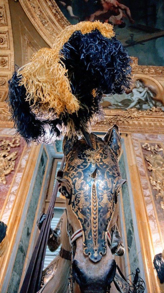 Cavalo uniformizado na Sala de Armadaria do Palácio Real de Turim