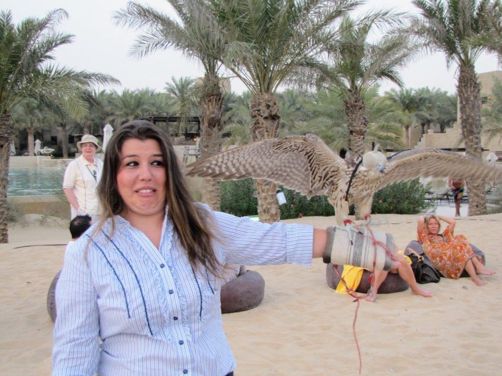 30 coisas antes dos 30 - Segurando um falcão no deserto de Dubai