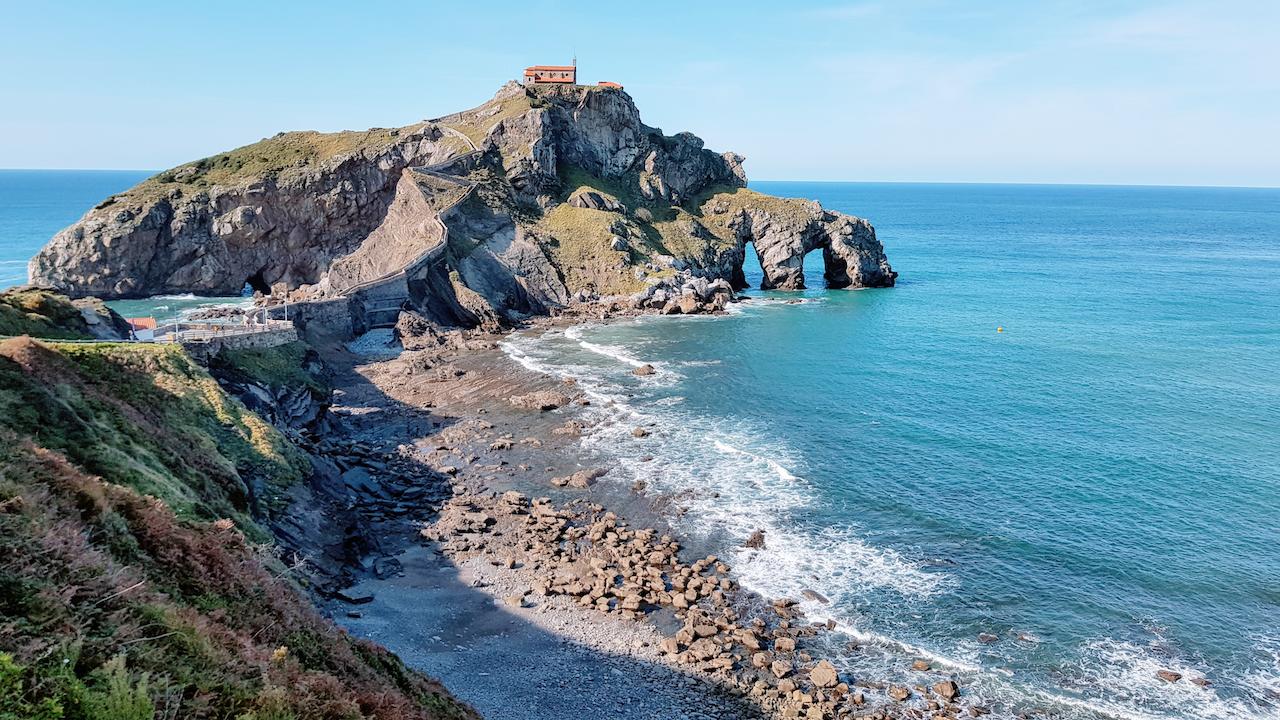 Gaztelugatxe , localizada no País Basco na Espanha