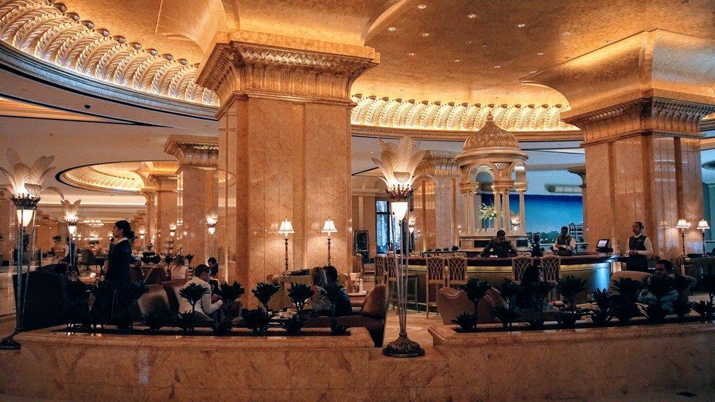 O que fazer em Abu Dhabi - Emirates Palace Hotel.
