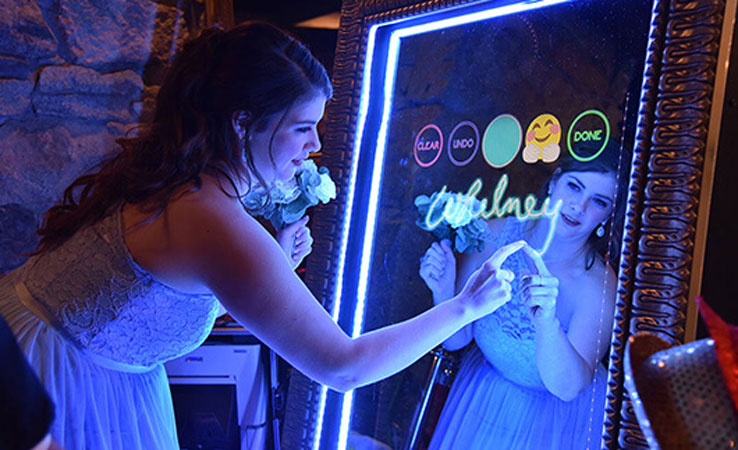 Mirror Me Photo Booth Rental