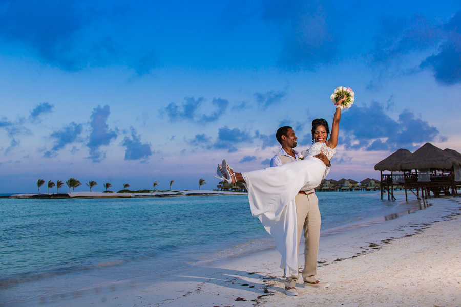 ART TODAY 09.09.17: The Monroe Wedding, on the Beach in Mexico – Part 2