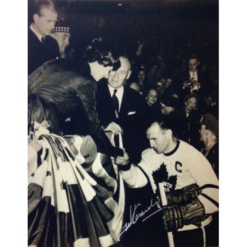 Teeder Kennedy Toronto Maple Leafs Autographed Queen Elizabeth 8x10 Photo