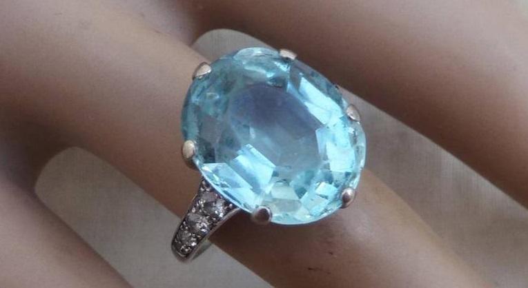 Stunning solid platinum art deco 12ct aquamarine and 1/2ct diamond ring