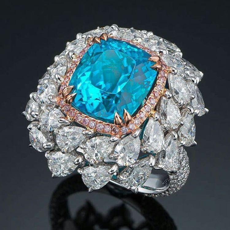 The most amazing and extraordinary 7 carats Brazilian Paraiba Tourmaline.