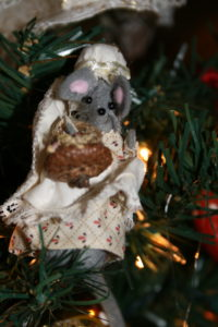 tiny mouse ornament in felt