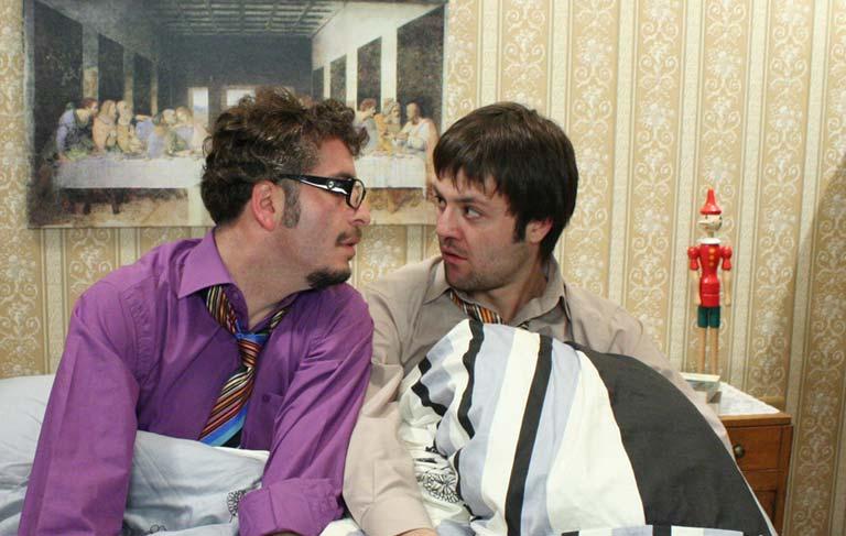 Üsküdara Giderken Dizisinde Murat Cemcir ve Sadi Celil Cengiz