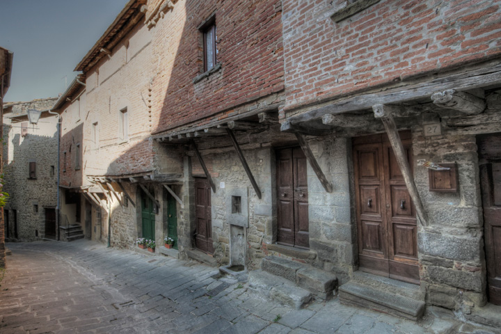 Middeleeuwse huizen in Cortona