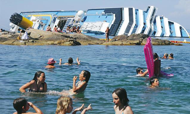gezonken cruise schip voor kust eiland Giglio