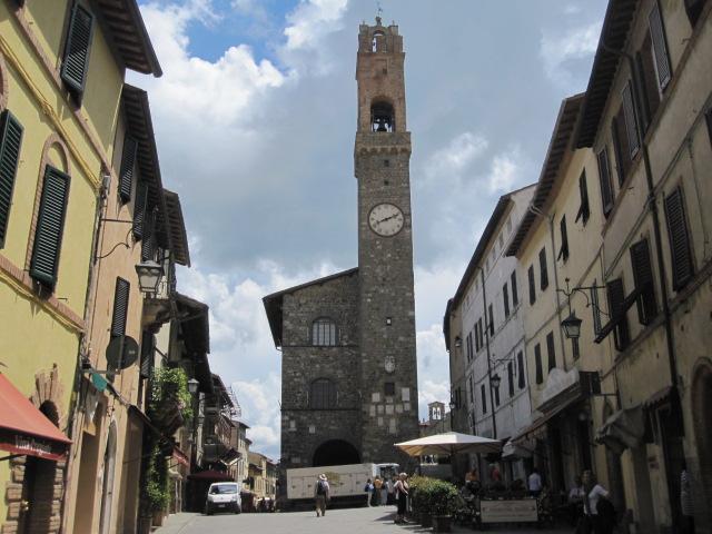 Piazza del Popolo met stadhuis