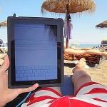 Tablet en smartphone gaan mee op vakantie