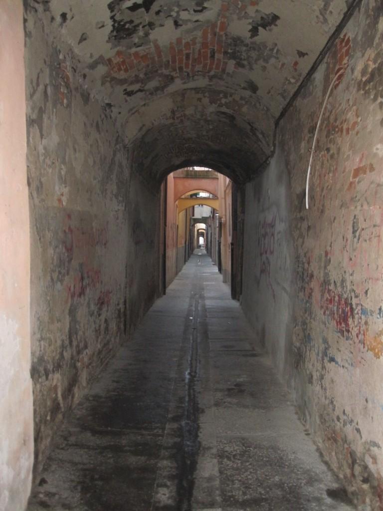 Middeleeuws steegje in het historische centrum