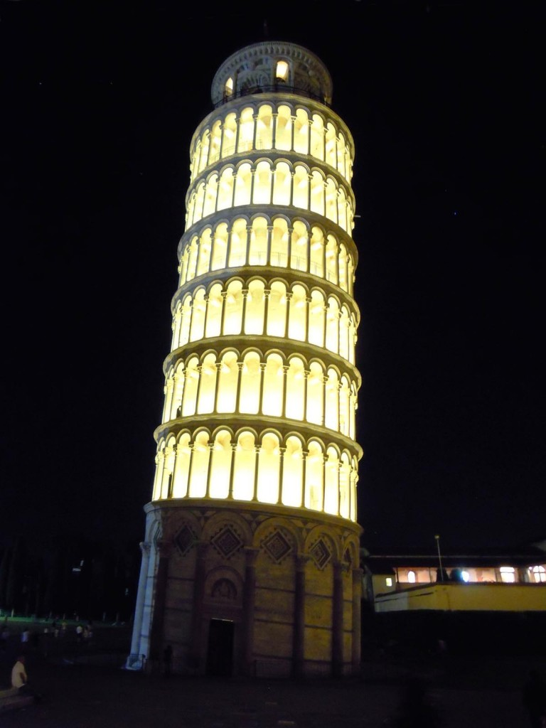 Toren van Pisa tijdens Luminara San Ranieri - foto Francesco Fiumalbi