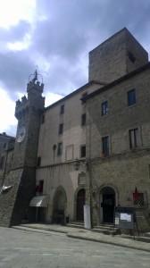 Rocca Aldobrandeschi met de klokkentoren