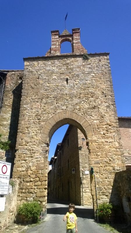 Middeleeuwse stadspoort Porta Senese