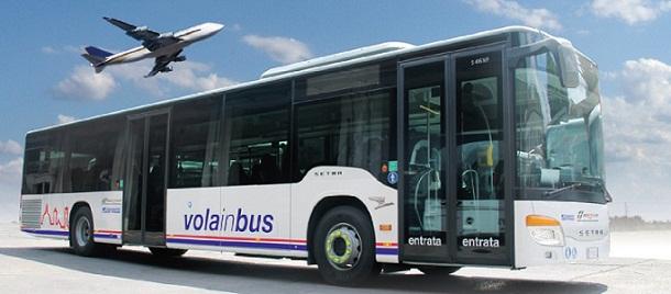 Pendelbus Vola in Bus van luchthaven naar treinstation en omgekeerd
