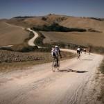 Fietsen op het vaste parcours van de wielerwedstrijd Eroica