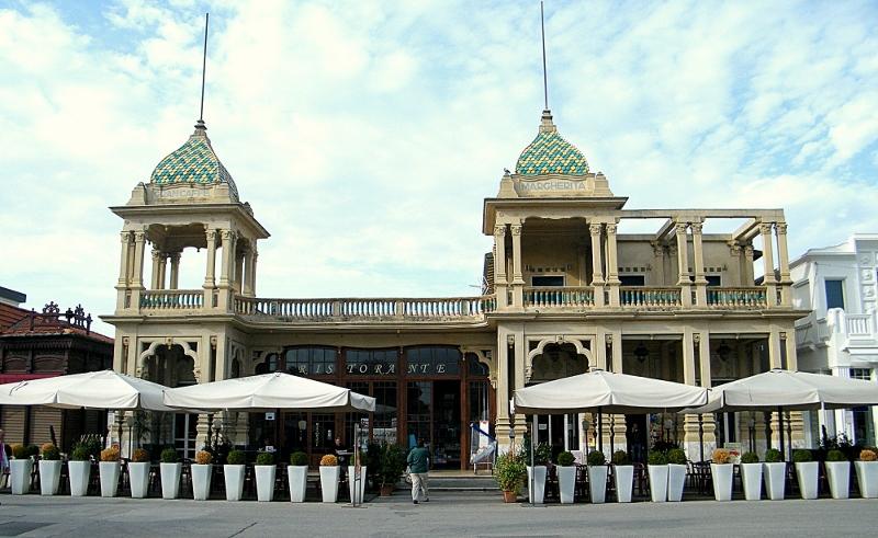 één van de vele art nouveau gebouwen in Viareggio