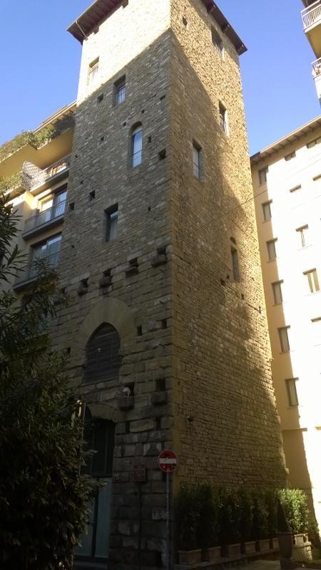 De middeleeuwse toren Torre dei Barbadori