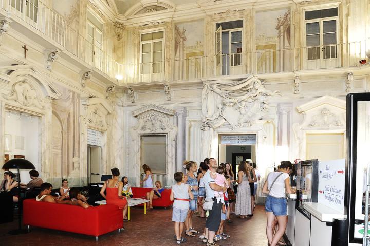 De inkom van de 15de eeuwse Villa Camerata in Firenze