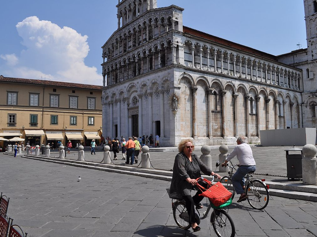 fietsen in centrum Lucca