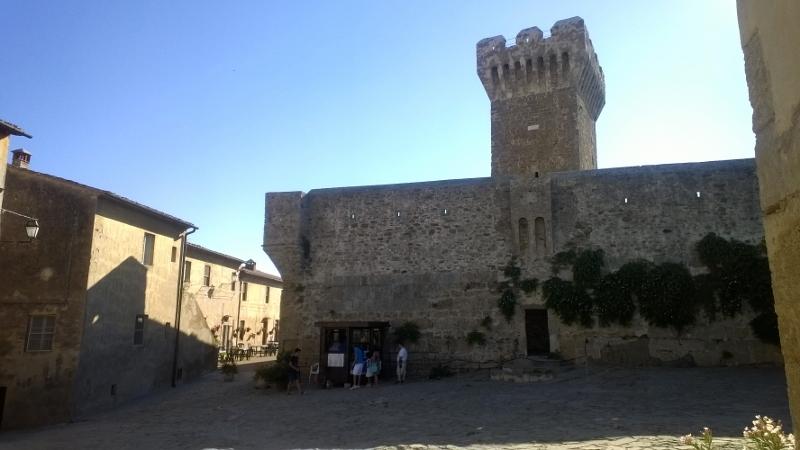 Het kasteel met zijn vestingstoren