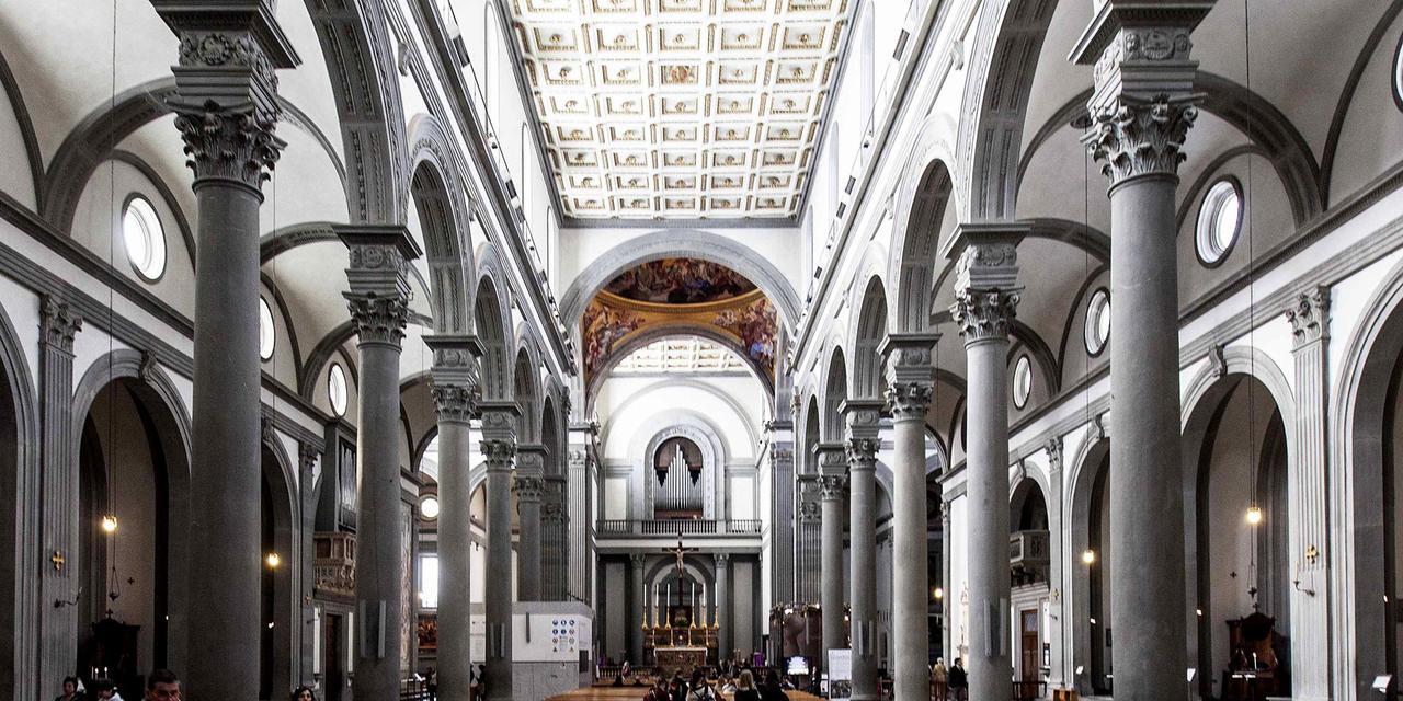 interieur San Lorenzo basiliek Firenze
