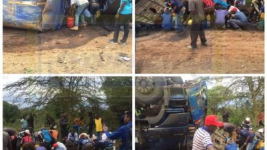Photo of Watch As Foolish Kenyans  Siphon Fuel From A Tanker That Overturned In Mahi Mahiu