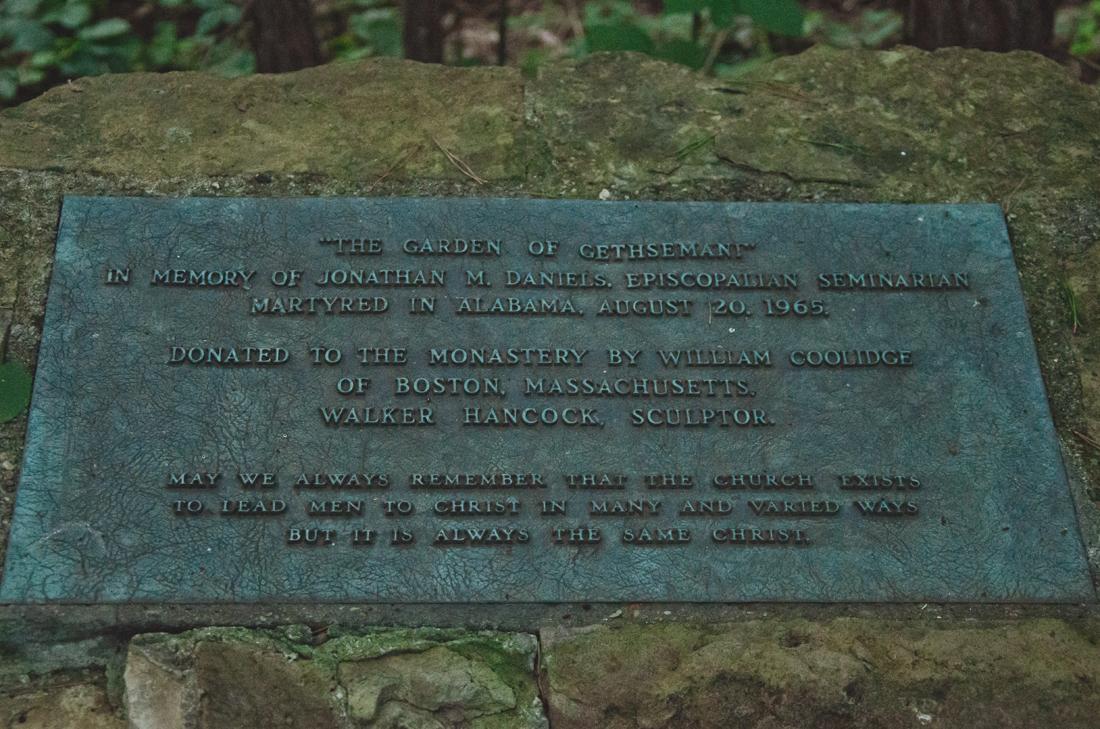 Statues plaque
