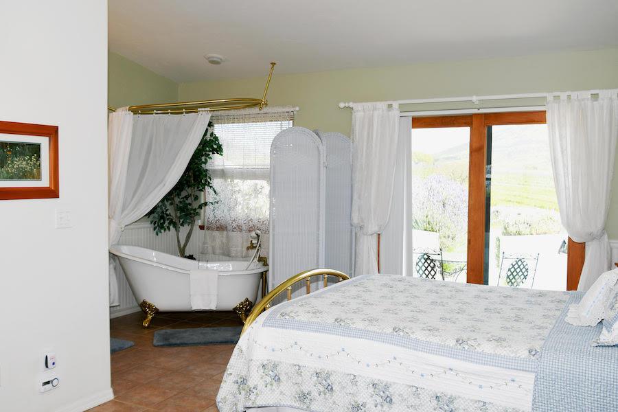 Inn at the Pinnacles Guest Suites Sage Room