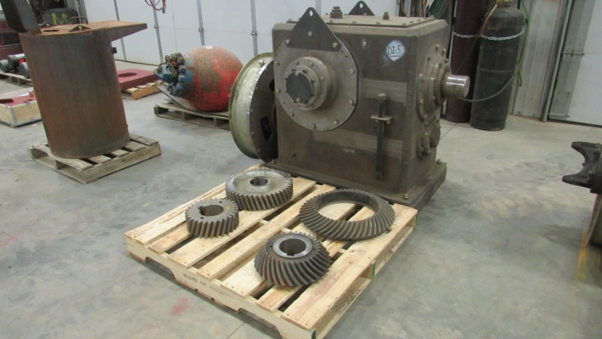 (1 of 3) DO-ALL 1,000HP Right Angle Boxes W EATON Clutches (Small)