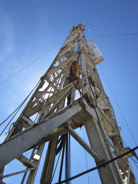 DRECO 136'H x 600,000# SHL Mast (Small)