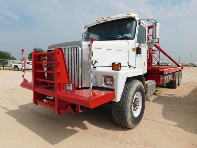 2002-International-5600i-Gin-Pole-Truck-Yd-2