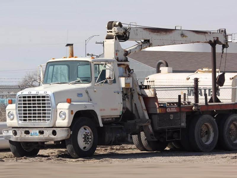 FORD L-3500 Crane Truck w/NAT'L 6T-56 Crane