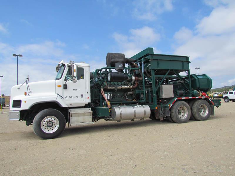 2004 INT'L 5600 Frac Pump Truck w/TWS-600S Triplex