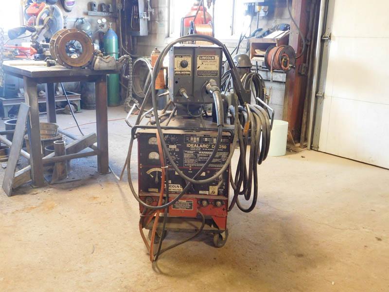 LINCOLN Idealarc DC250 Welder