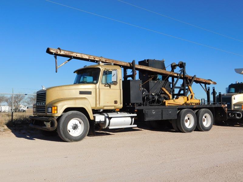 2002 MACK CH613 Laydown Truck – DY1 YD1