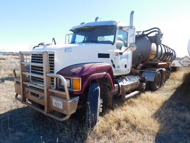 (1 of 2) 2012 MACK CHU613 Vacuum Truck – DY2 YD1