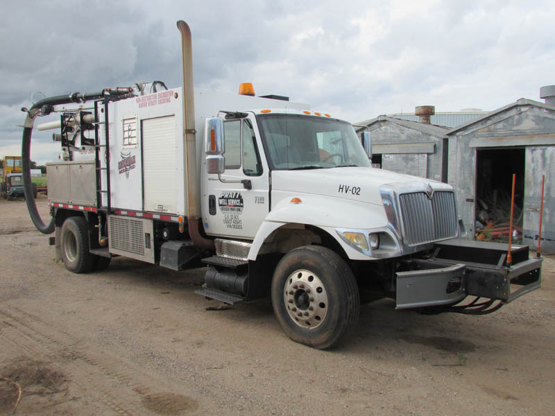 INT'L 7300 Vac Truck – YD1