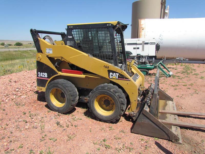 CAT 242B Skid Steer w/Stinger & Forks – YD3