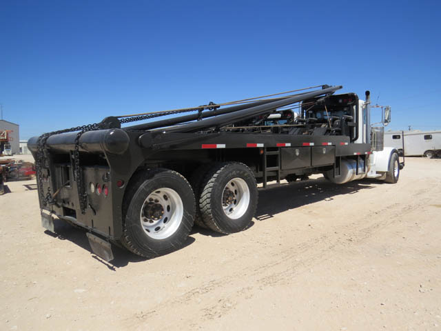 2010 PETE Gin Truck w/24' Poles