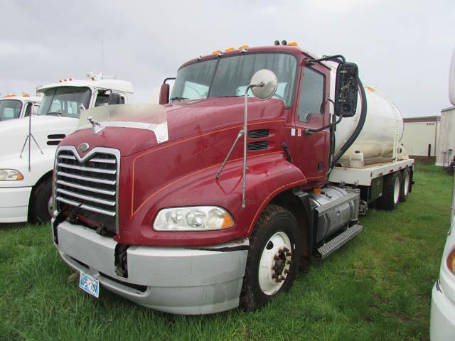 '05 MACK Vacuum Truck – DY2 YD1