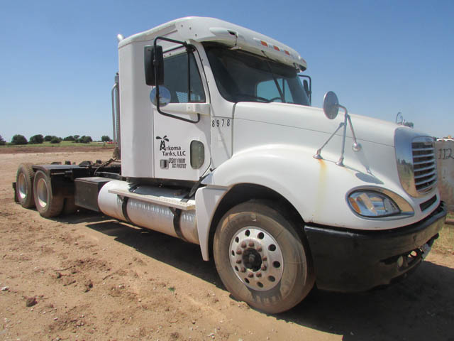 '06 FREIGHTLINER Winch Truck – DY2 YD4