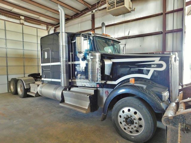 '13 KENWORTH W900 T/A Truck Tractor – DY2 YD11