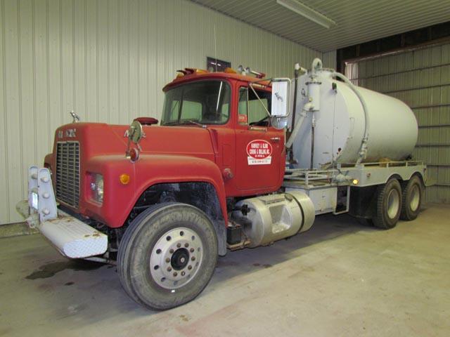 MACK R688ST 70-Bbl Water Truck – YD1