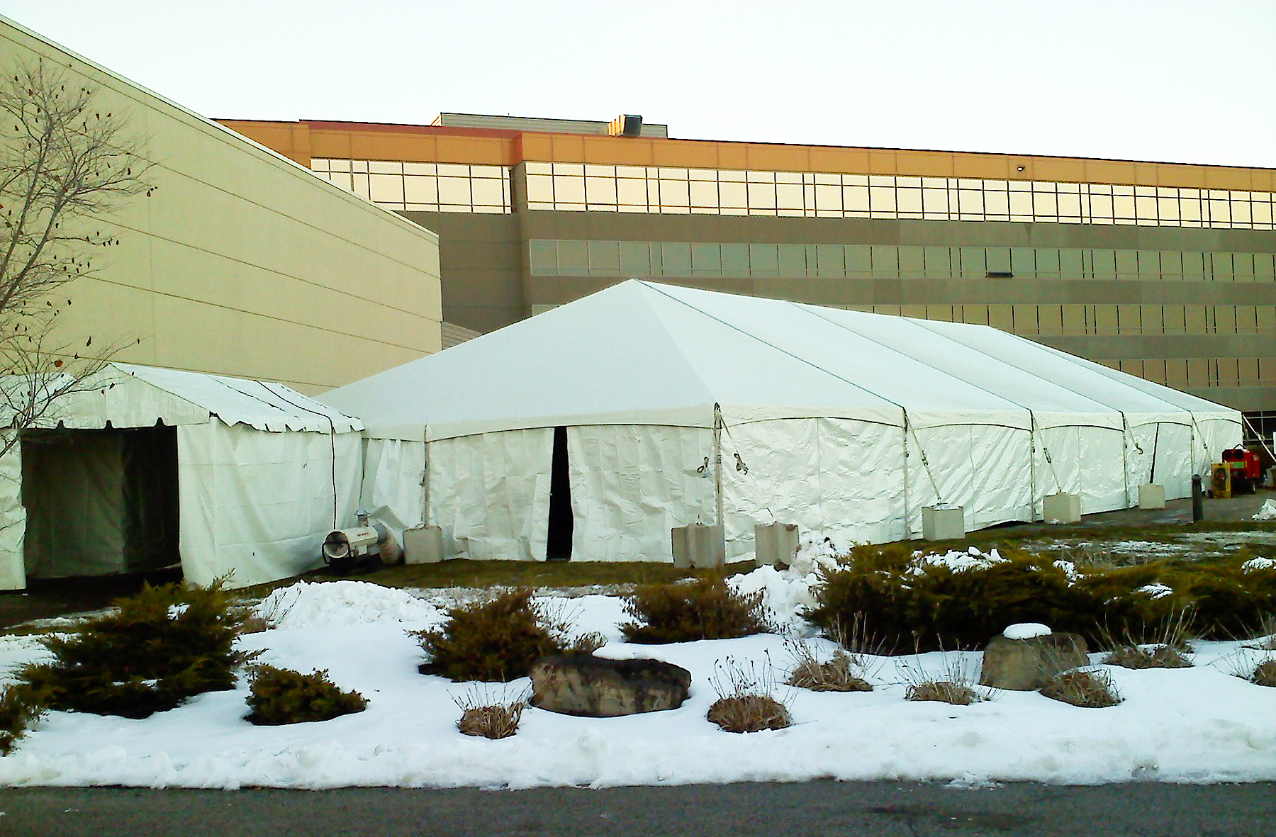 40′ x 100′ hybrid Jumbotrac with a million BTUs of heat on a consistently below zero day.