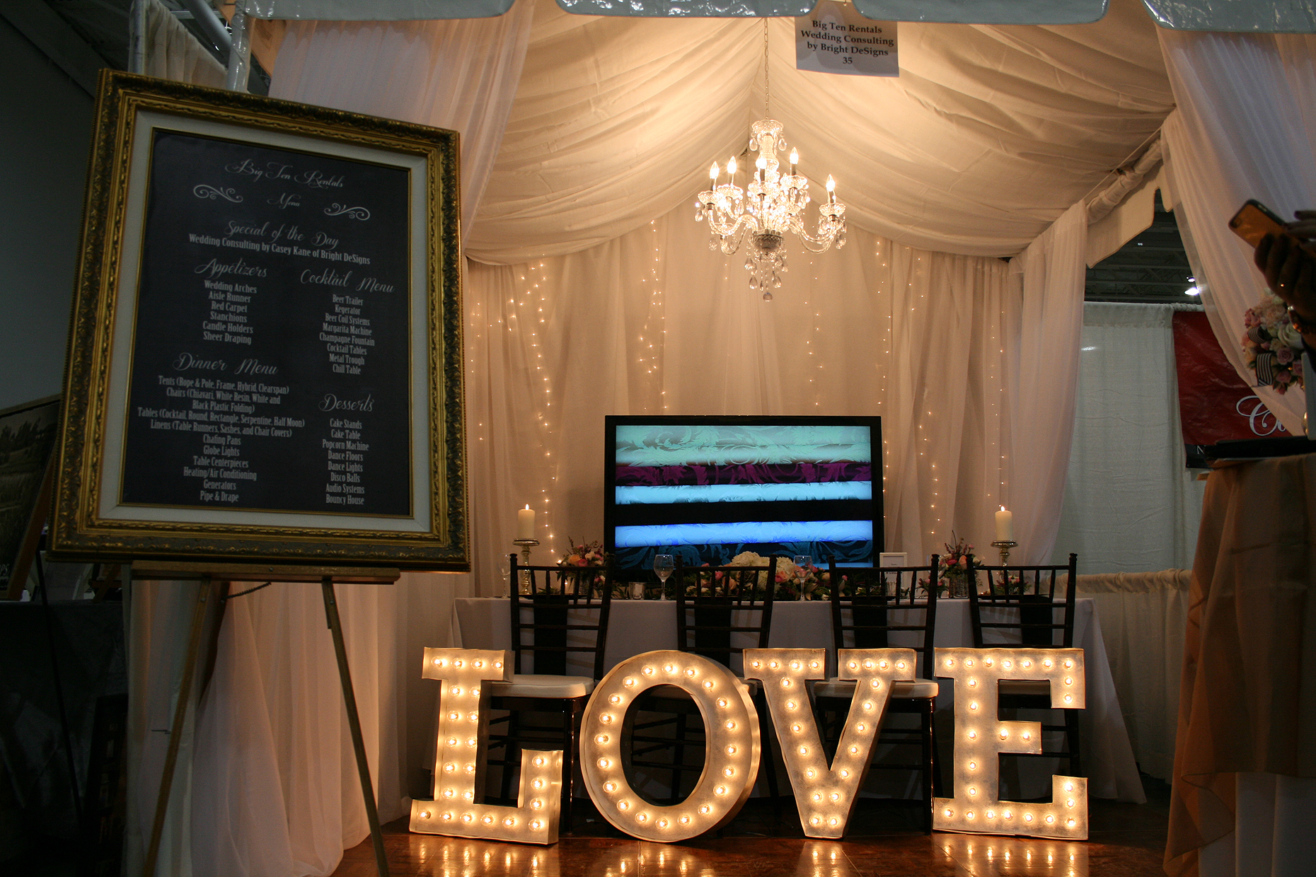 Full view of Big Ten Rentals Booth at 2015 Iowa Wedding Expo