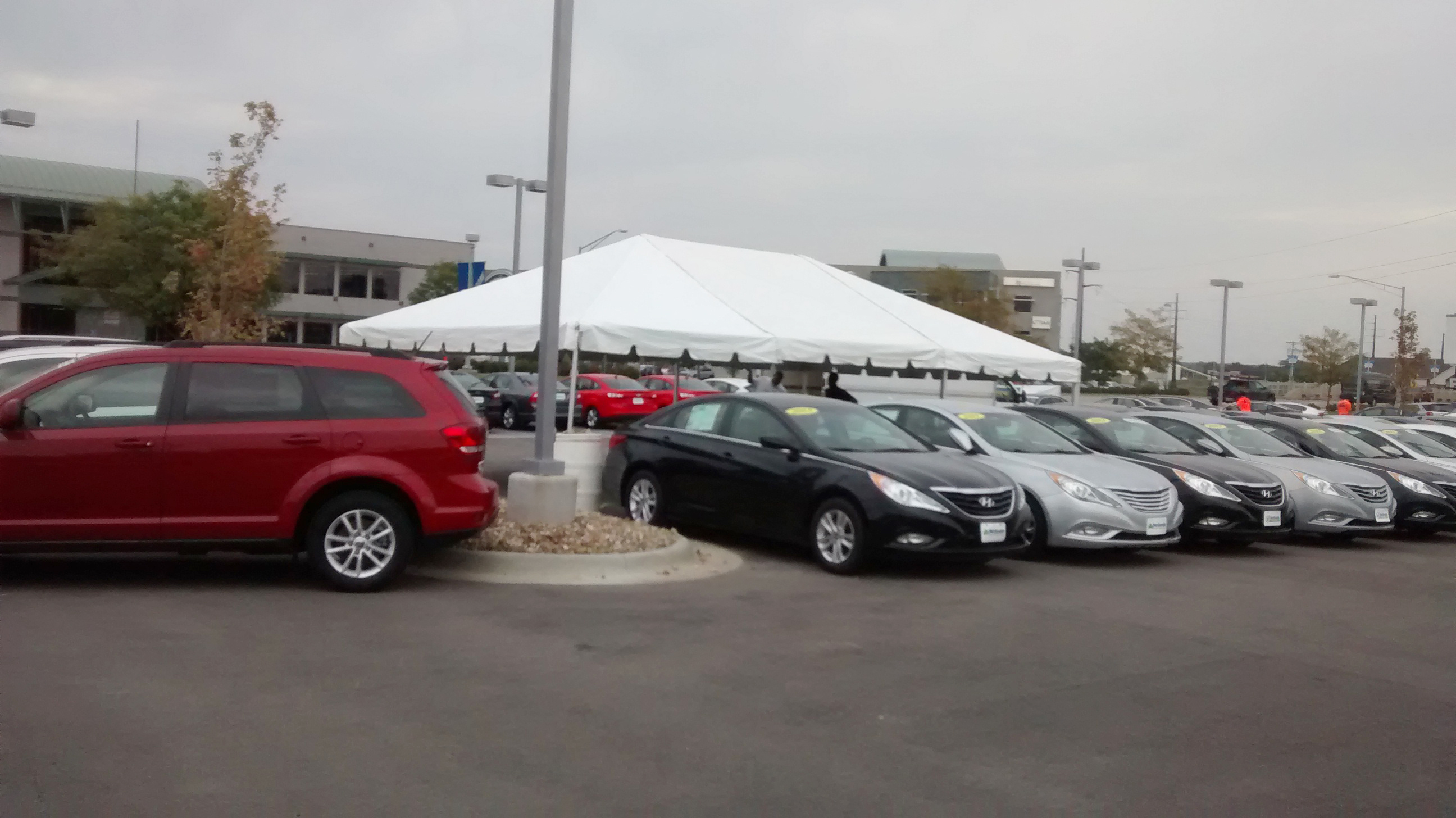 Side of 20′ x 30′ frame tent for the grand re-opening at Coralville Used Car Superstore