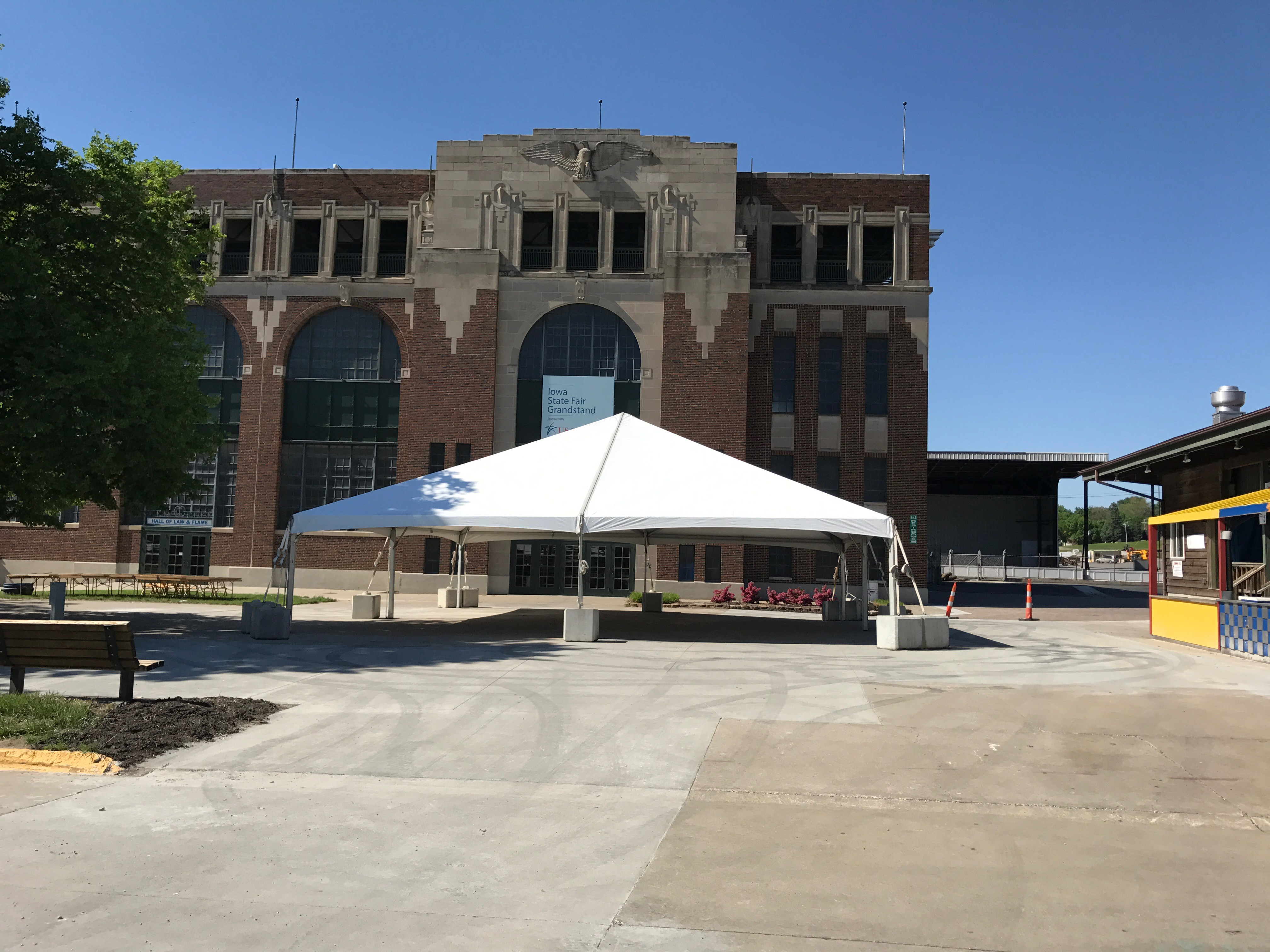 40′ x 40′ event tent with blocks for JDRF One Walk in Des Moines 2017